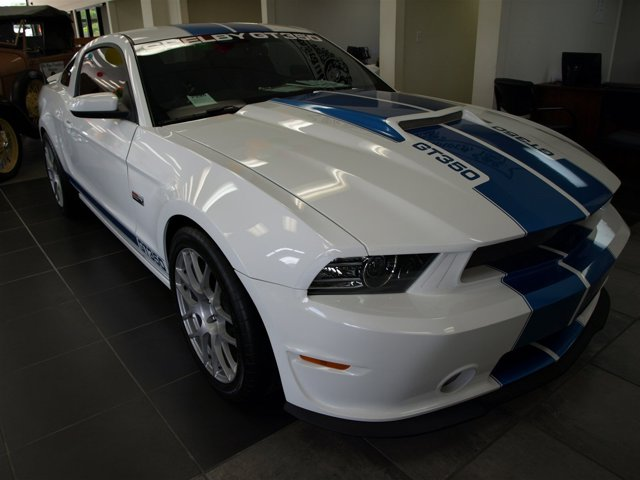 2014 Ford Cobra GT350 Mustang GT Premium Oxford WhiteCharcoal Black V8 50 L Manual 550 miles
