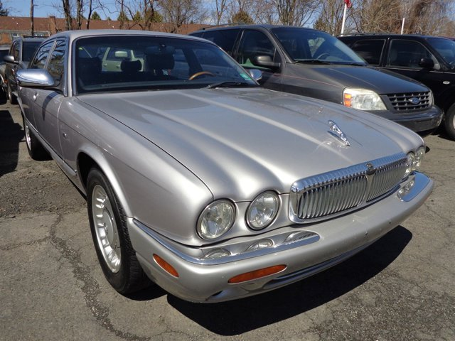 2000 Jaguar XJ Vanden Plas Platinumblack V8 40L Automatic 129630 miles anti-theft Traction Co