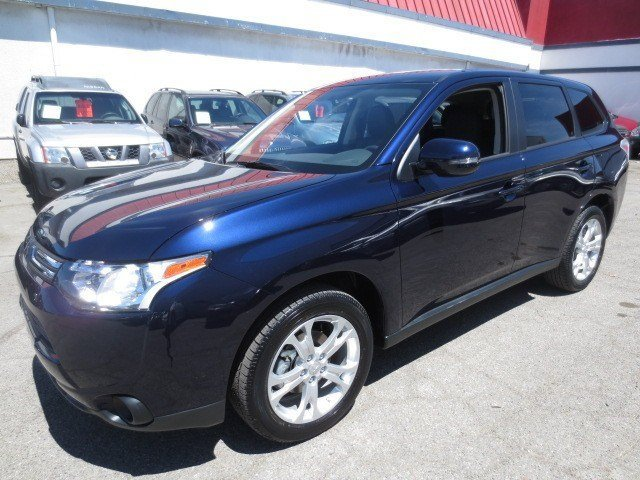 2014 Mitsubishi Outlander SE Cosmic BlueBlack V4 24L Automatic 5 miles They are Here The ALL