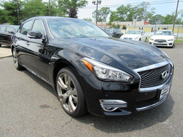 2016 INFINITI Q70L Black ObsidianGraphite V6 37 L Automatic 5284 miles Revel in the thrill of