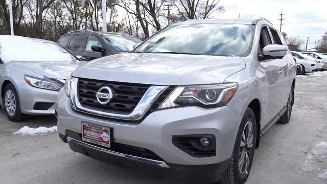 2017 Nissan Pathfinder SL Brilliant Silver MetallicCharcoal V6 35 L Variable 10 miles Scores