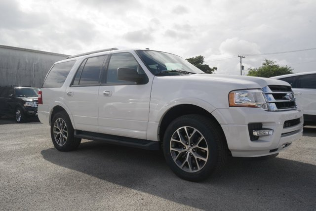 2017 Ford Expedition XLT White Platinum Metallic Tri-CoatEbony V6 35 L Automatic 5 miles 2017