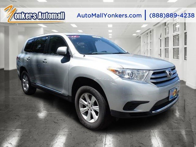 2012 Toyota Highlander Classic Silver MetallicAsh V6 35L Automatic 34694 miles 3rd row V6 wi
