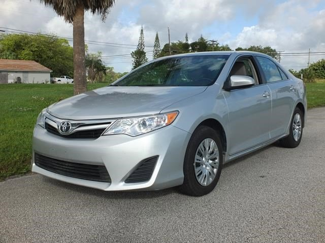 2014 Toyota Camry Silver V4 25 L Automatic 41282 miles Delivers 35 Highway MPG and 25 City MP