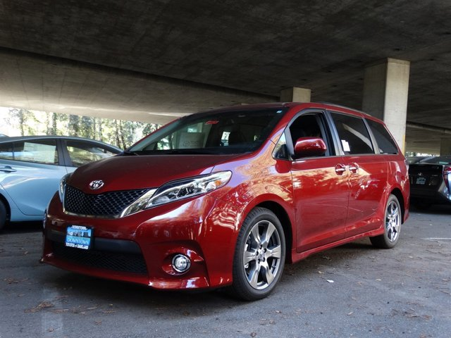 2017 Toyota Sienna SE Salsa Red Pearl V6 35 L Automatic 0 miles  Front Wheel Drive  Power St