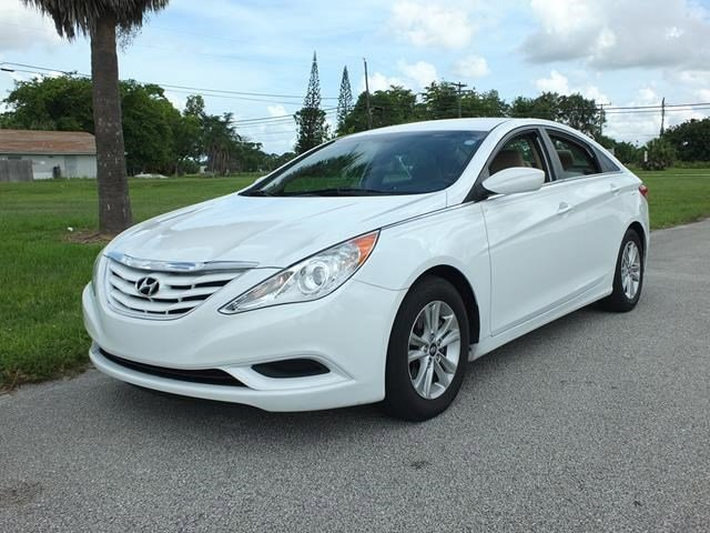 2011 Hyundai Sonata GLS White V4 24L Automatic 69821 miles IIHS Top Safety Pick Only 69 821