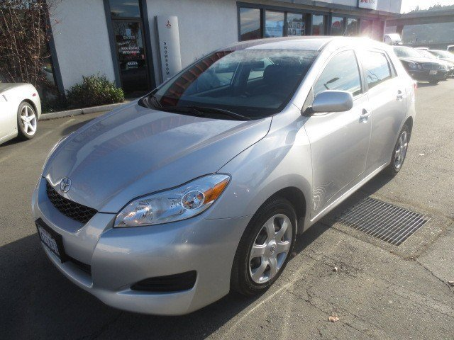 2009 Toyota Matrix Wagon Classic Silver MetrallicDark Charcoal V4 18L Manual 56340 miles LOCAL