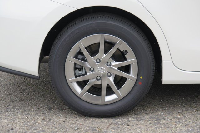 2017 Toyota Prius v Three Blizzard PearlAsh V4 18 L Variable 0 miles 2017 Toyota Prius v Bliz