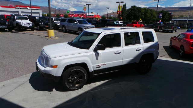 2016 Jeep Patriot 75th Anniversary PW7 Bright White Clear CoatLt Frost Beige