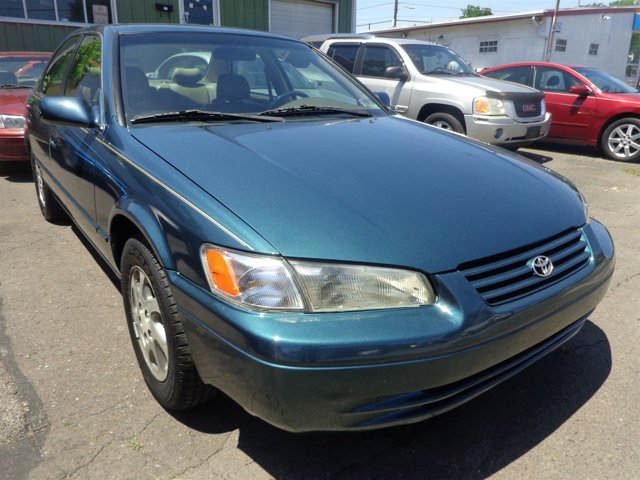 1998 Toyota Camry LE Classic Green PearlOak V6 30L Automatic 139379 miles  Front Wheel Drive