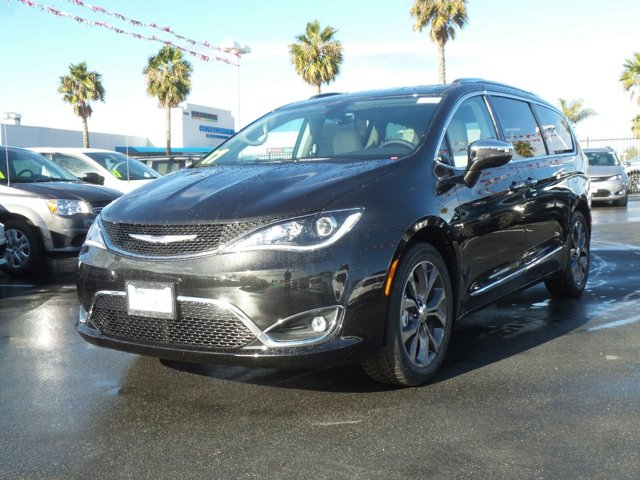 2017 Chrysler Pacifica Limited Brilliant Black Crystal PearlcoatBlackAlloy V6 36 L Automatic