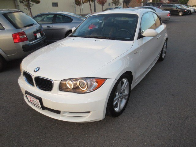 2009 BMW 1 Series 128i Coupe Alpine WhiteBlack V6 30L Manual 53332 miles NEW ARRIVAL CERTIFIE