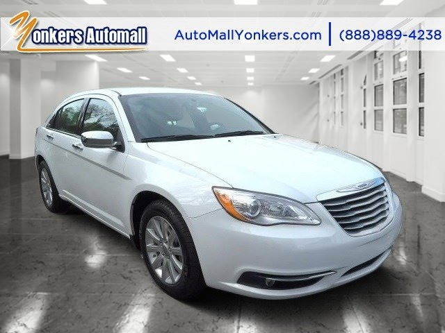 2014 Chrysler 200 Limited Bright White ClearcoatBlack V6 36 L Automatic 41550 miles  Alloy Wh
