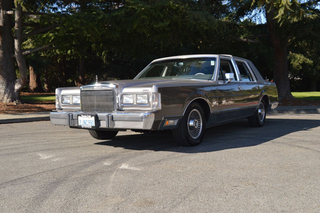 1985 Lincoln Town Car GrayGray V   88320 miles Schedule your test drive today 1988 Lincoln To