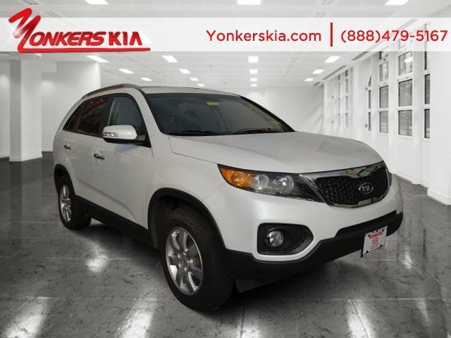2011 Kia Sorento Base WhiteBlack V4 24L Automatic 63679 miles 1 owner clean carfax 3rd row