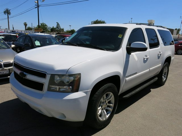 2008 Chevrolet Suburban White V8 53L Automatic 128274 miles Deal PendingChoose from our wi