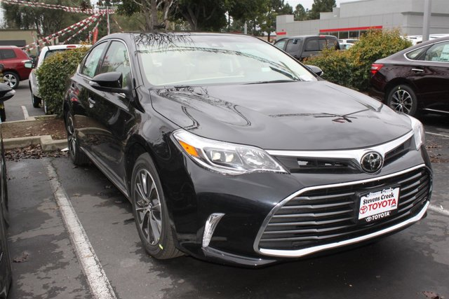 2017 Toyota Avalon XLE Plus 0218Midnight Black MetallicAlmond V6 35 L Automatic 8 miles  REA