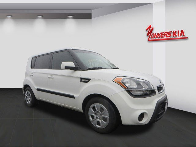 2012 Kia Soul Base Clear WhiteBlack seat trim V4 16L Automatic 35592 miles Want to know the se