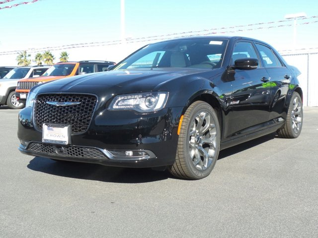 2017 Chrysler 300 300S Gloss BlackSmokeBlack V6 36 L Automatic 0 miles  TIRES P24545ZR20 BS