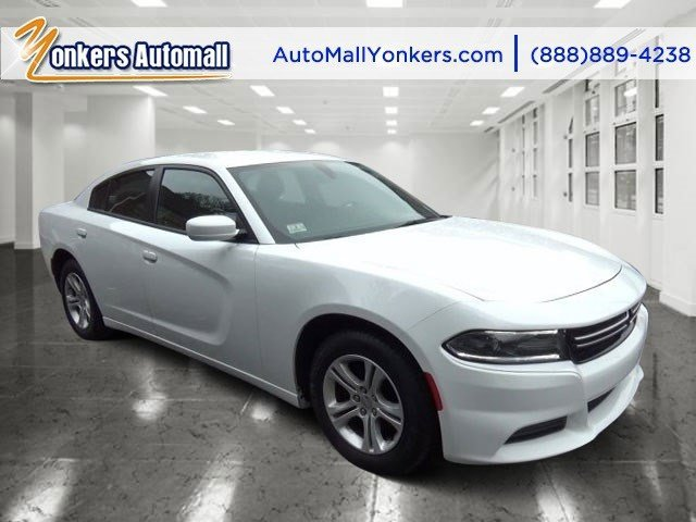 2015 Dodge Charger SE Bright White ClearcoatBlack V6 36 L Automatic 30287 miles Bold and beau