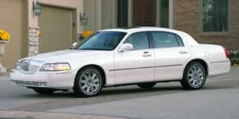 2004 Lincoln Town Car ULTIM CreamTAN V8 46L Automatic 40416 miles Price DOES include Dealer Do