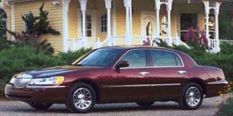 2001 Lincoln Town Car Signature Black V8 46L Automatic 225000 miles  Rear Wheel Drive  Tracti