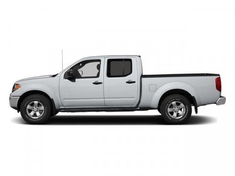 2013 Nissan Frontier 40L Glacier White V6 40L Automatic 35700 miles  Rear Wheel Drive  Powe