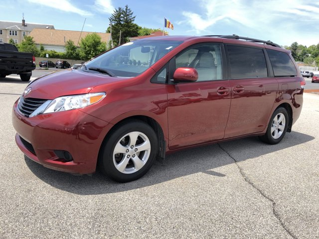 2013 Toyota Sienna 5dr 8-Pass Van V6 LE FWD RED