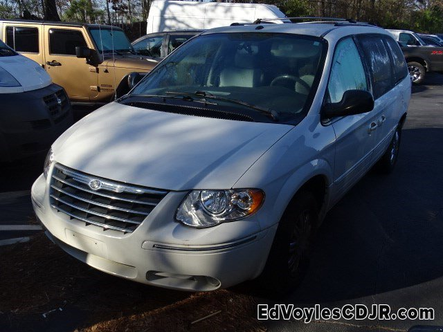 2006 Chrysler Town & Country LWB 4dr Limited WHITE