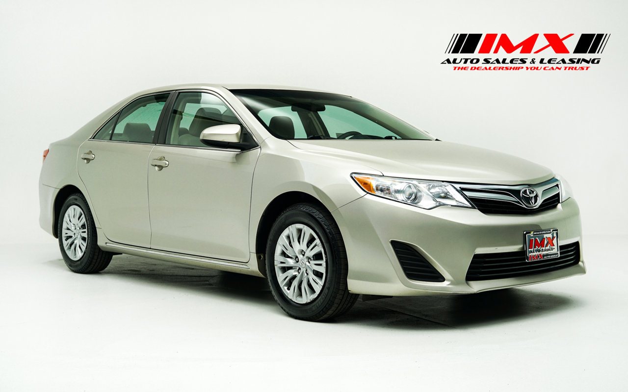 2014 Toyota Camry LE 2014.5 4dr Sdn I4 Auto LE Regular Unleaded I-4 2.5 L/152 [8]