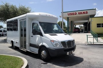 2013 Freightliner Sprinter 3500 17 Pinnacle Bus