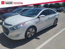 2015-Hyundai-Sonata-Hybrid-Limited