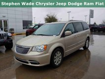 2016-Chrysler-Town-&-Country-Touring