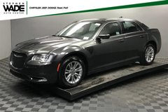 2019-Chrysler-300-Touring