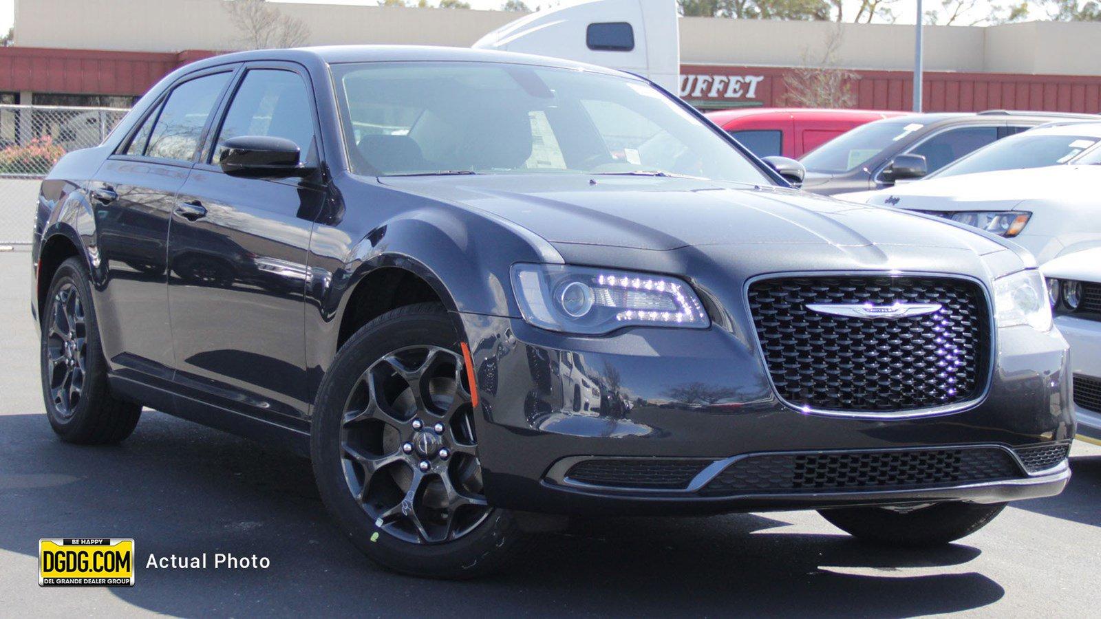 New 2019 Chrysler 300 Touring
