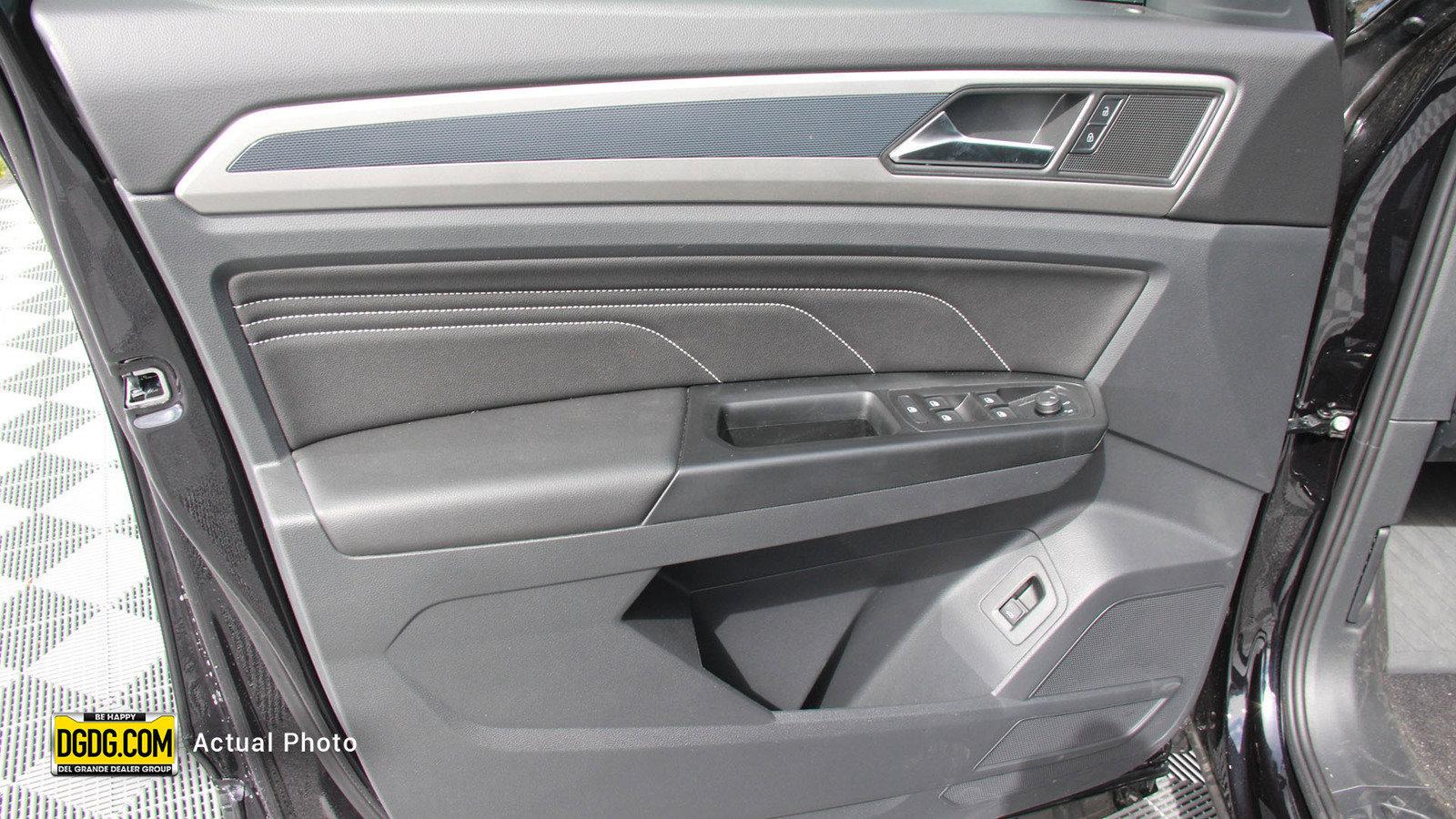 New 2020 Volkswagen Atlas Cross Sport 2.0T SEL