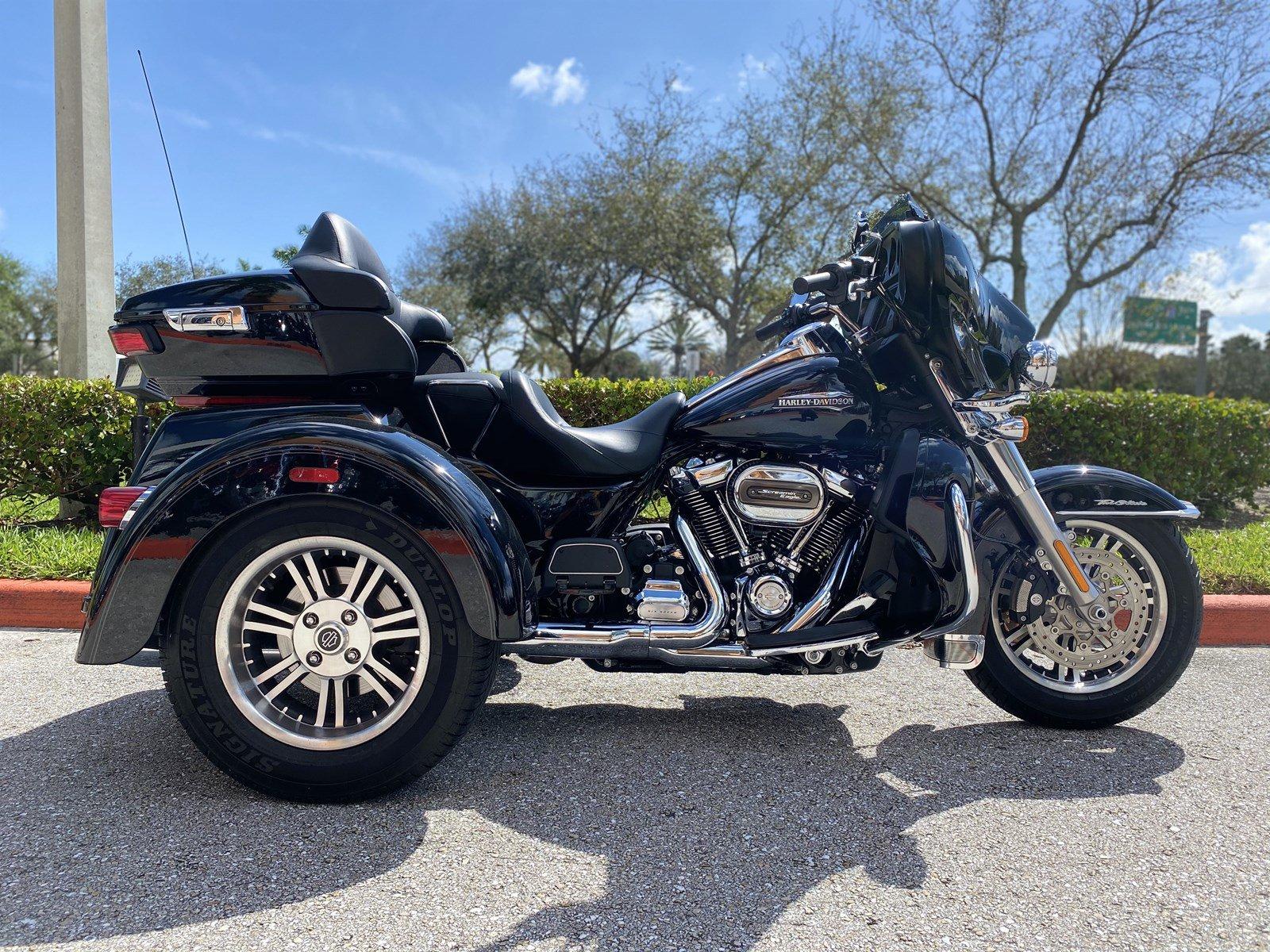 Pre-Owned 2019 Harley-Davidson Trike Tri Glide Ultra Classic FLHTCUTG