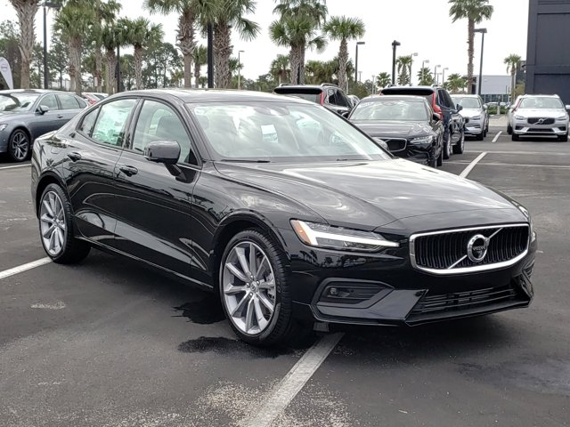 New 2019 Volvo S60 Momentum FWD 4dr Car