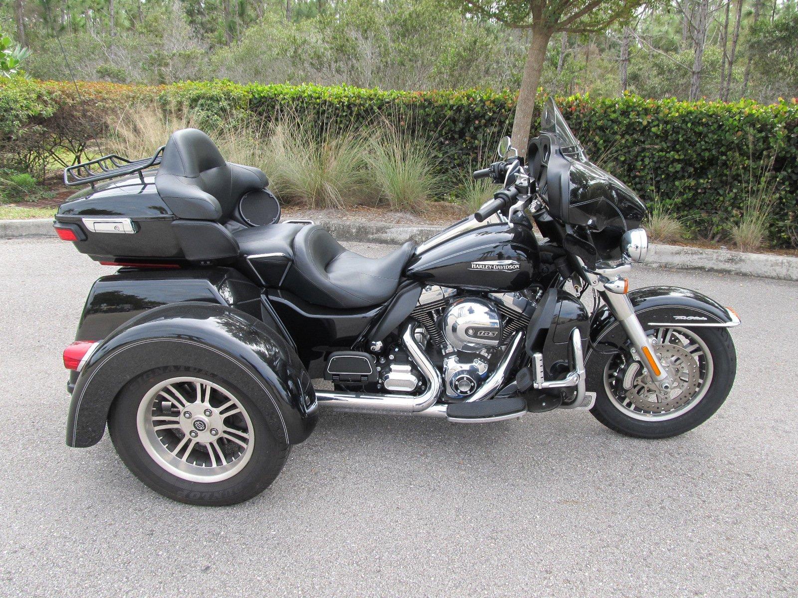 Pre-Owned 2015 Harley-Davidson Trike Tri Glide Ultra Classic FLHTCUTG