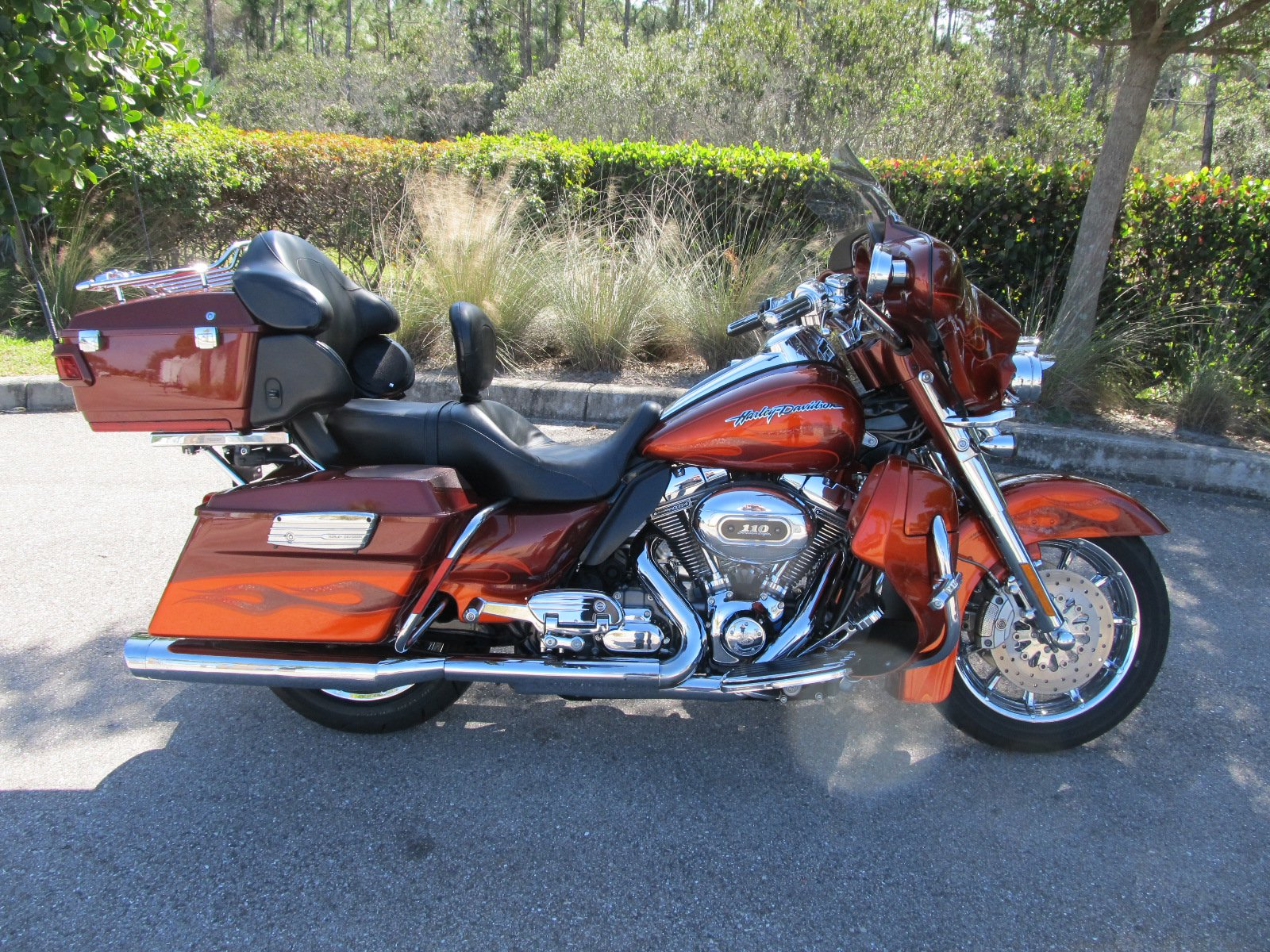 Pre-Owned 2010 Harley-Davidson Electra Glide Ultra Classic CVO FLHTCUSE