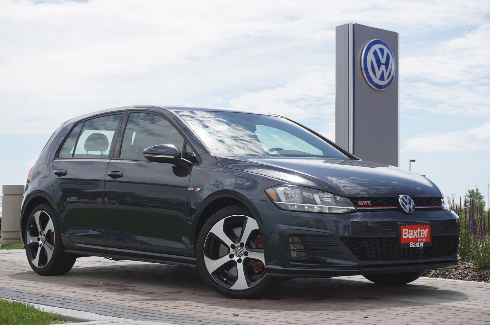 New 2019 Volkswagen Golf GTI S