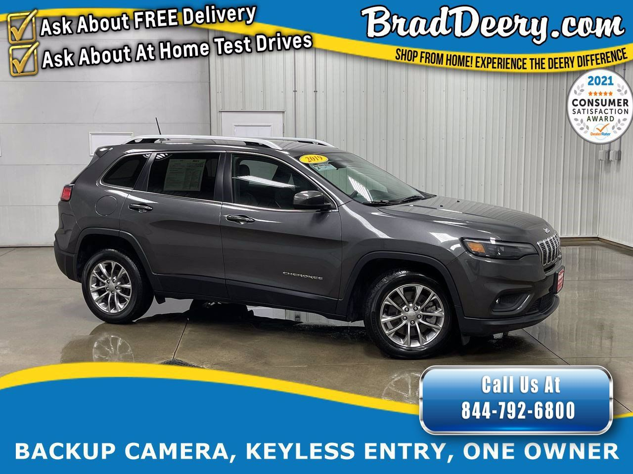 2019 Jeep Cherokee Latitude Plus w/ Leather /Cloth Inserts,  No Accidents, Back-Up Camera & Push Button Start