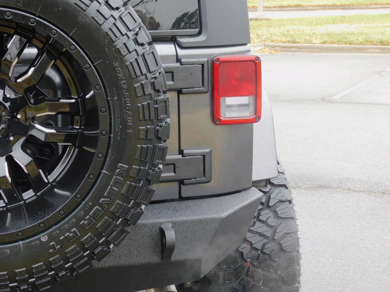 Pre-Owned 2017 Jeep Wrangler Unlimited Lifted