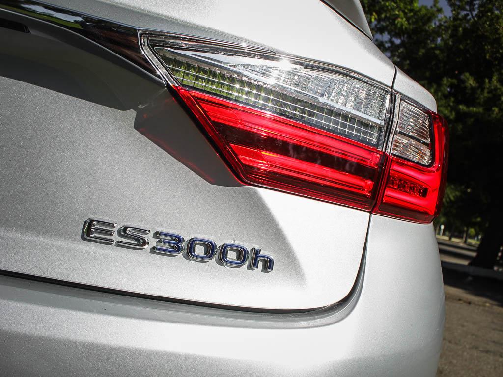 Certified Pre-Owned 2017 Lexus ES ES 300h