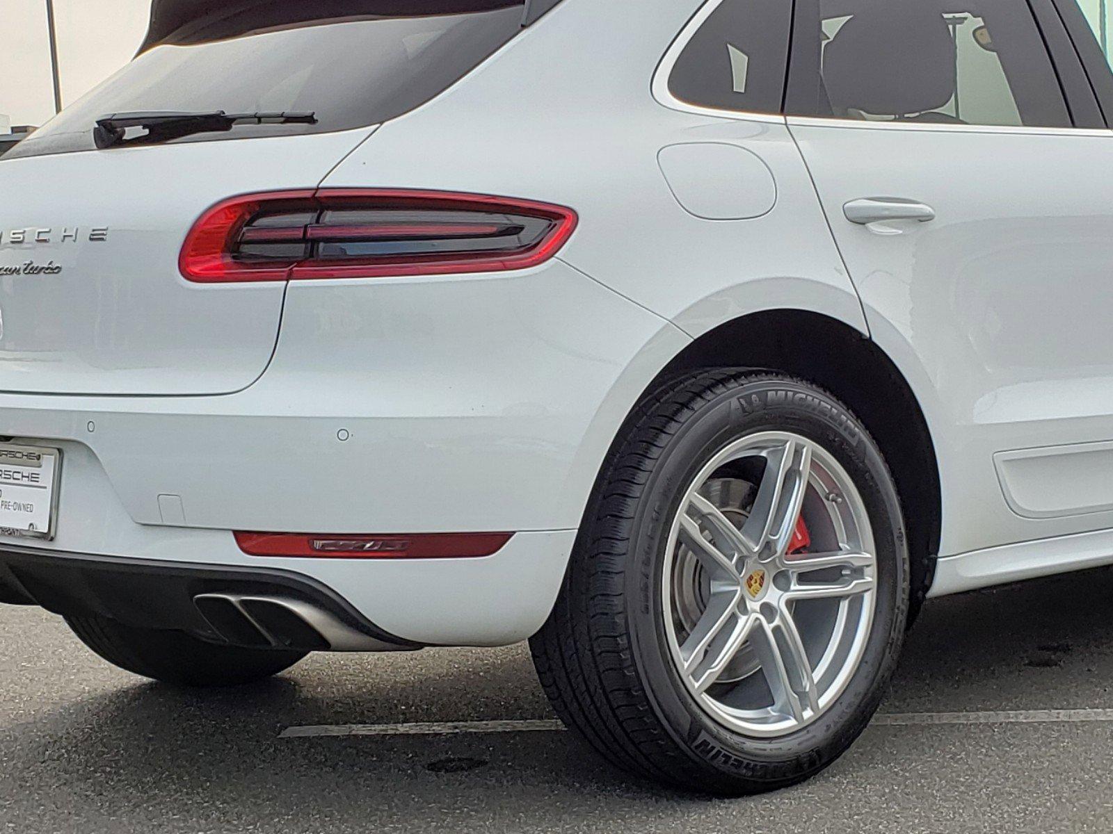 Pre-Owned 2016 Porsche Macan Turbo