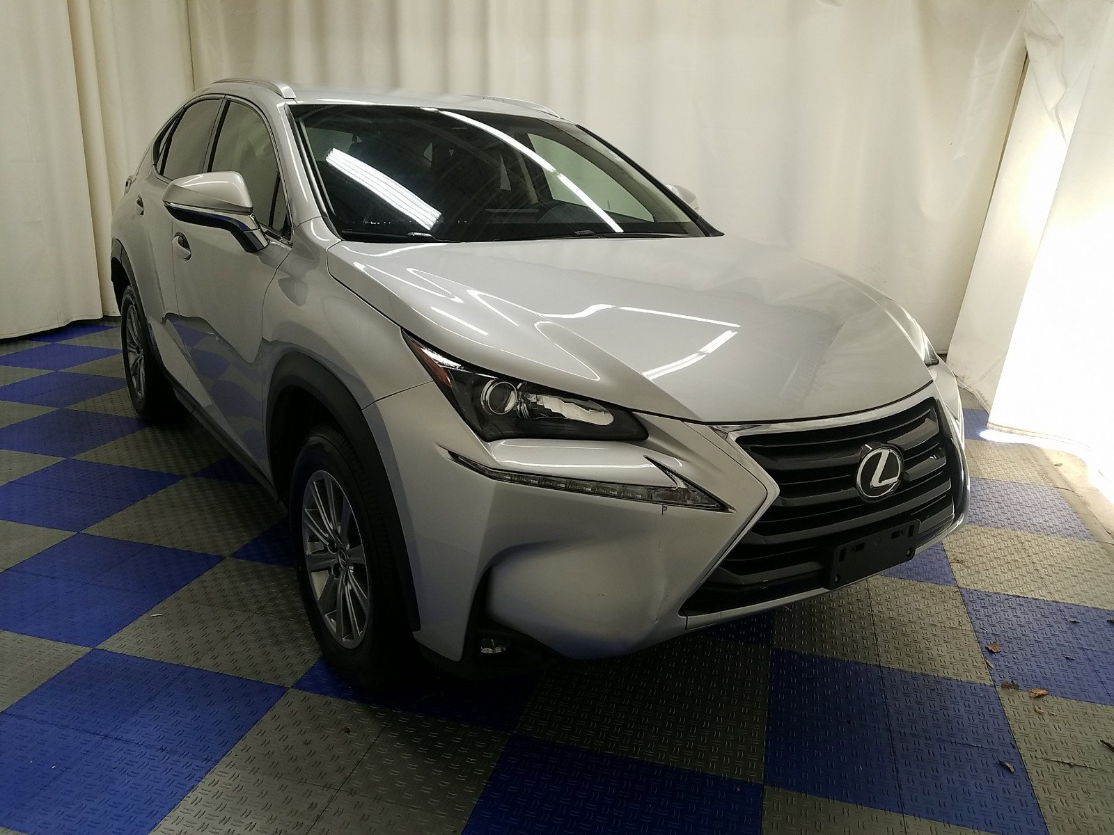 Pre-Owned 2015 Lexus NX 200t FWD 4dr