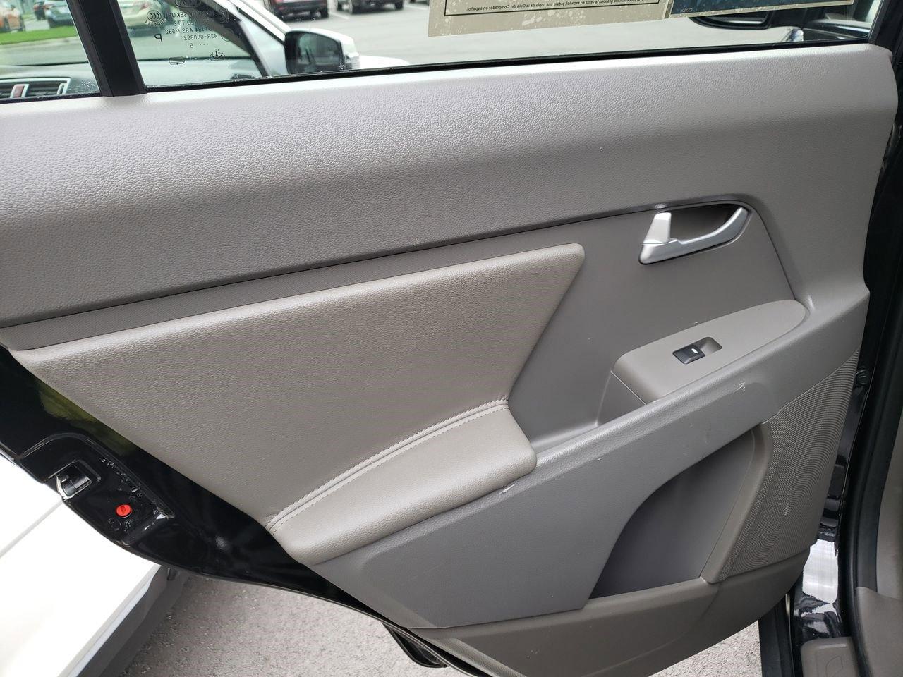 Pre-Owned 2016 Kia Sportage EX