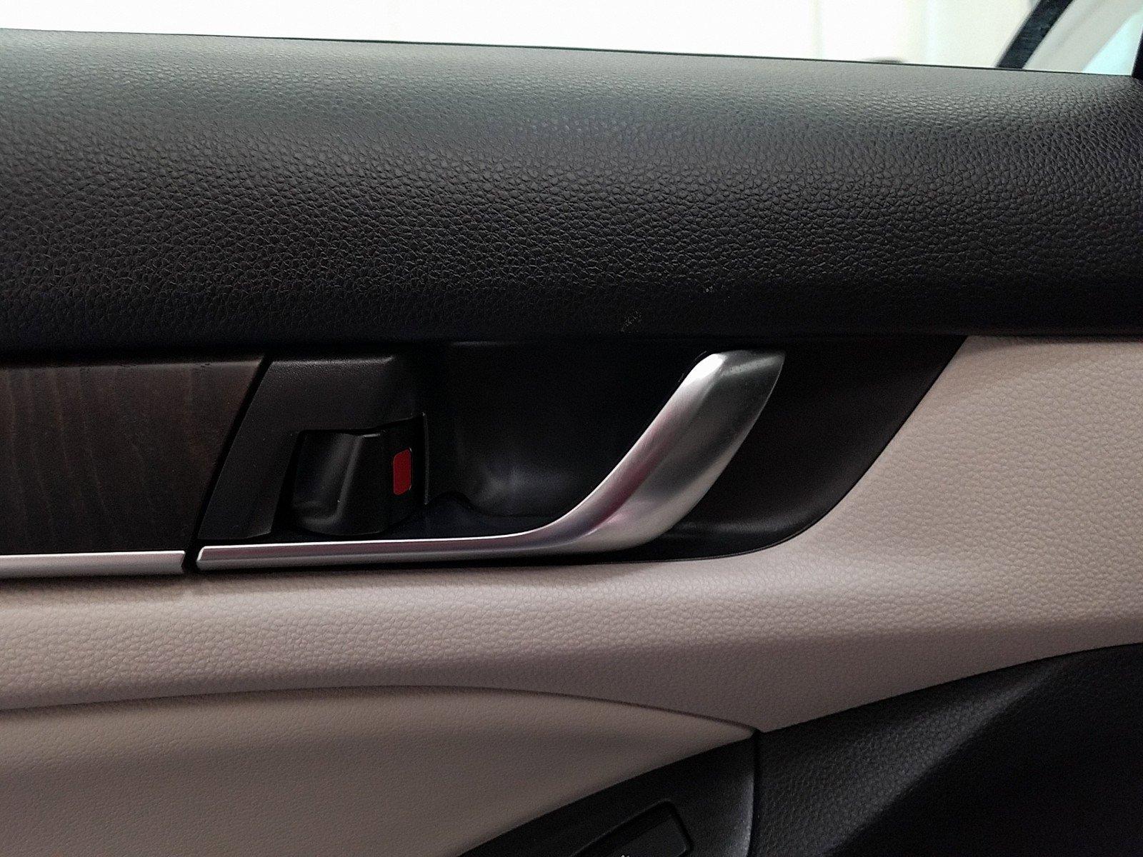 Pre-Owned 2018 Honda Accord Touring 1.5T CVT