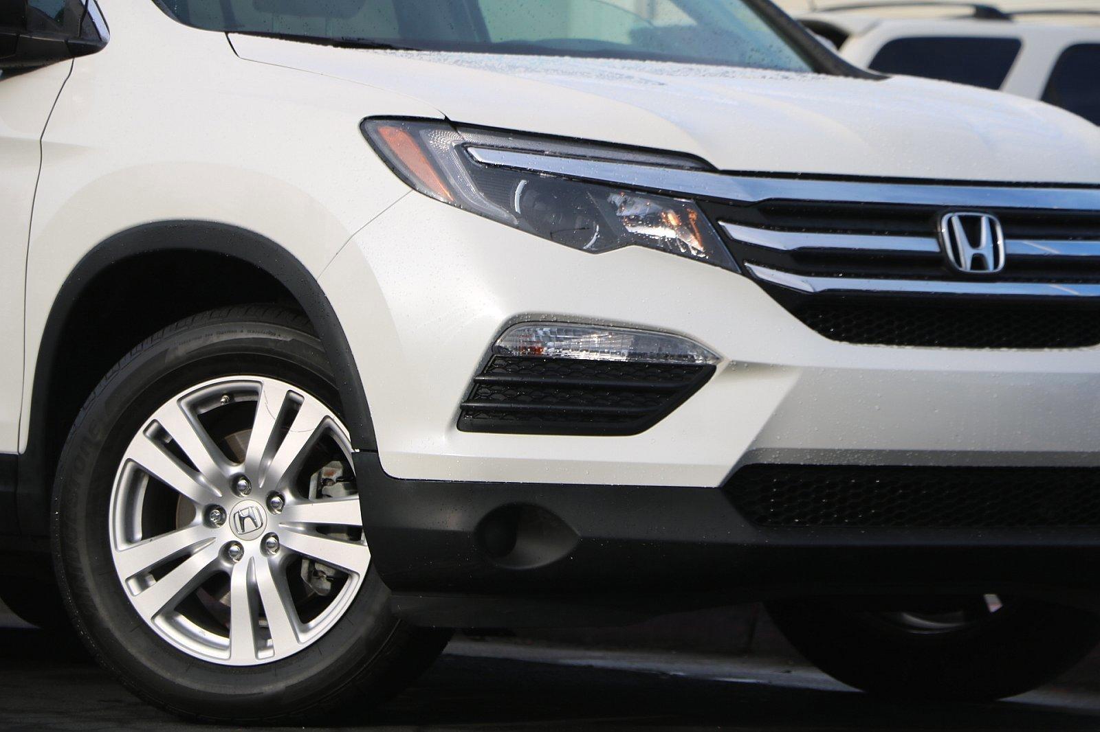 Certified Pre-Owned 2017 Honda Pilot LX