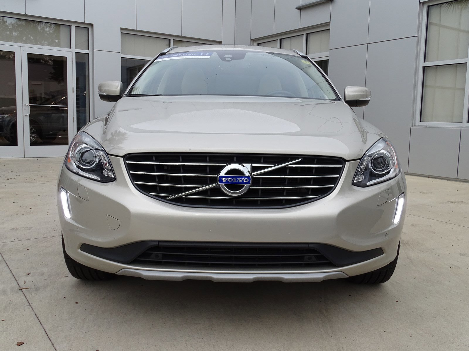 Pre-Owned 2017 Volvo XC60 Inscription